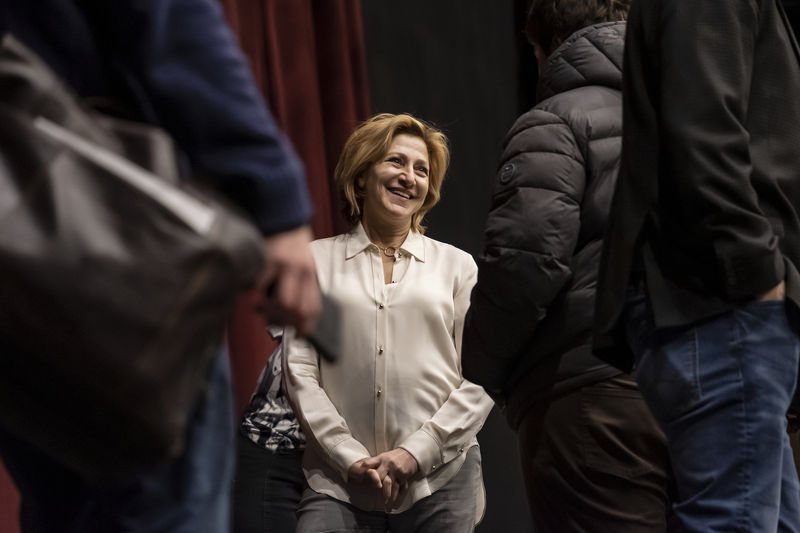 Edie Falco visits Temple