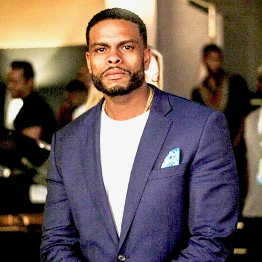 Benny Boom in blue suit